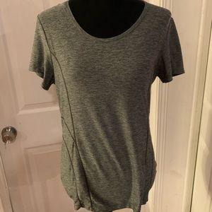 ⭐️ Nice Women's Reebok Grey Shirt Size Medium ⭐️